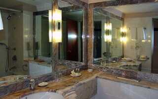 Высота зеркала над раковиной в ванной комнате: стандарты, на какой вешать