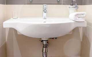 На какой высоте устанавливается раковина в ванной: нормы СНиП и стандарты от пола