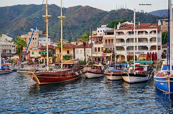 Яхты около берега