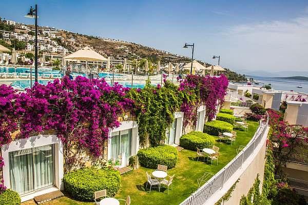 Отель на море