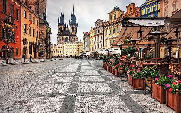 На улице Праги