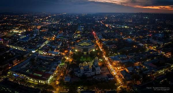 Город вечером