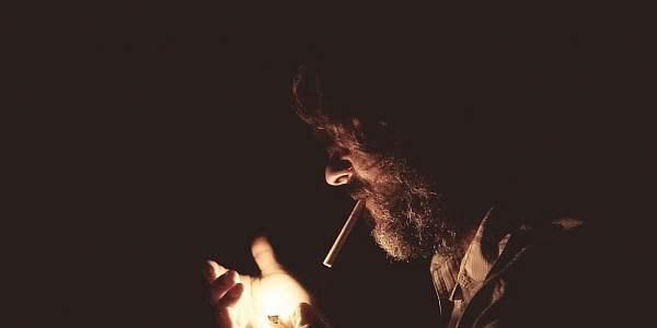 Сосед курит в квартире